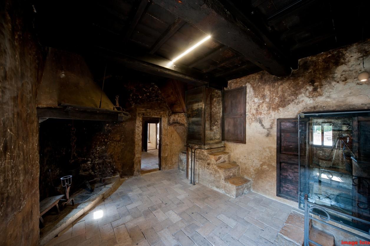 I luoghi opera di santa rita for Interno casa antica