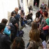 giovani in preghiera davanti alla Casa Natale di S.Rita