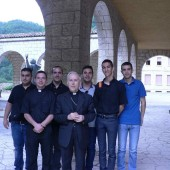 06. L'Arcivescovo di Oristano Ignazio Sanna con alcuni seminaristi