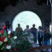 Pellegrini in preghiera allo Scoglio