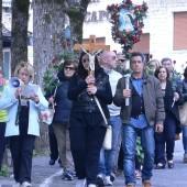 Pellegrini in preghiera per le vie di Roccaporena