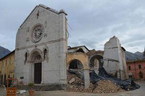 La Basilica di S. Benedetto a Norcia distrutta dal terremoto. Salva solo la facciata.
